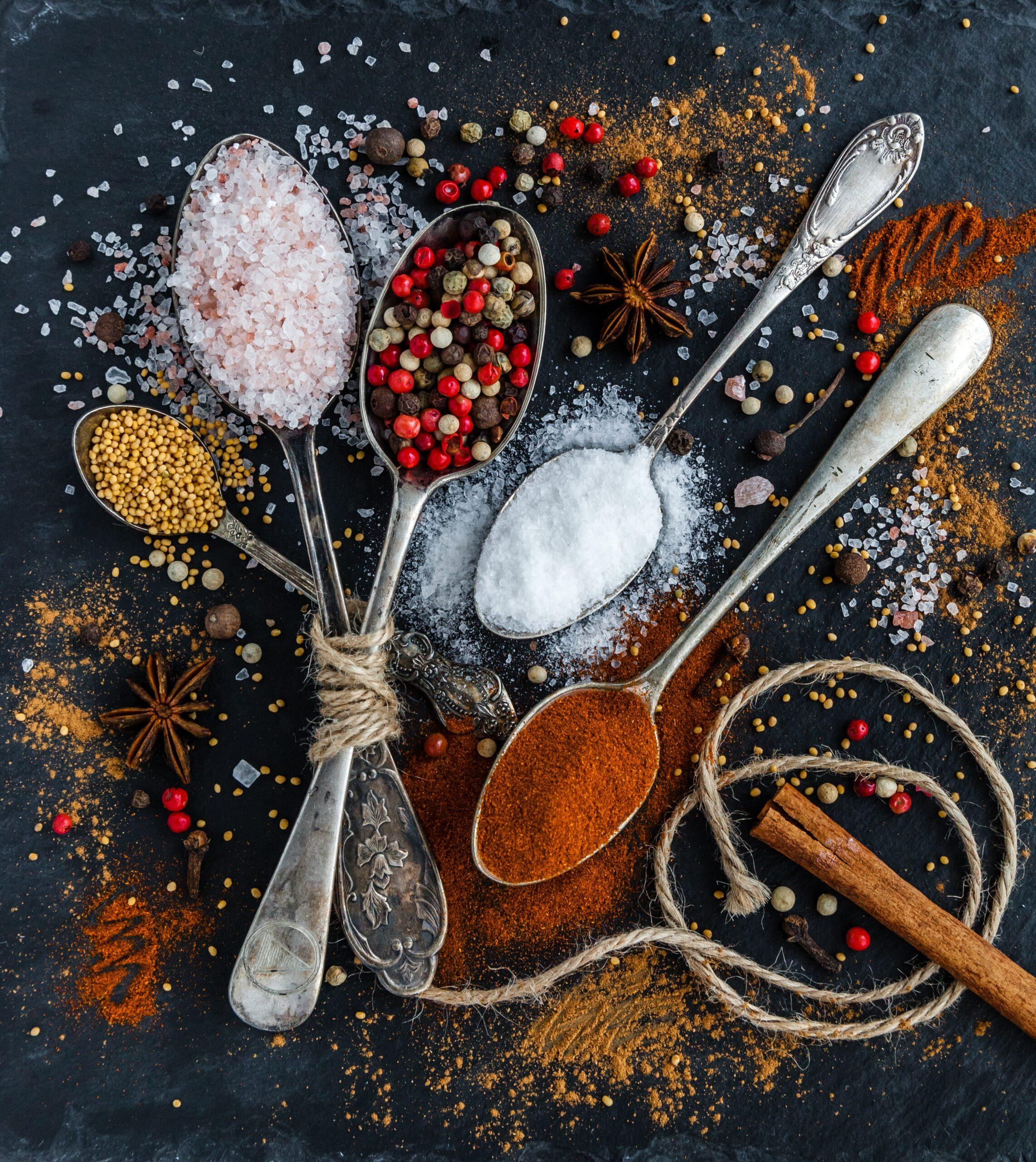 Skab fantastiske retter i køkkenet med Madras karry eller paprika krydderier