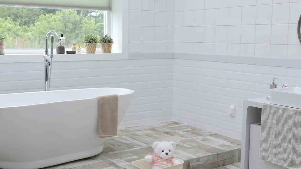 Stærkt udvalg af udendørs fliser og vægfliser til badeværelset hos Danskfliselager.dk