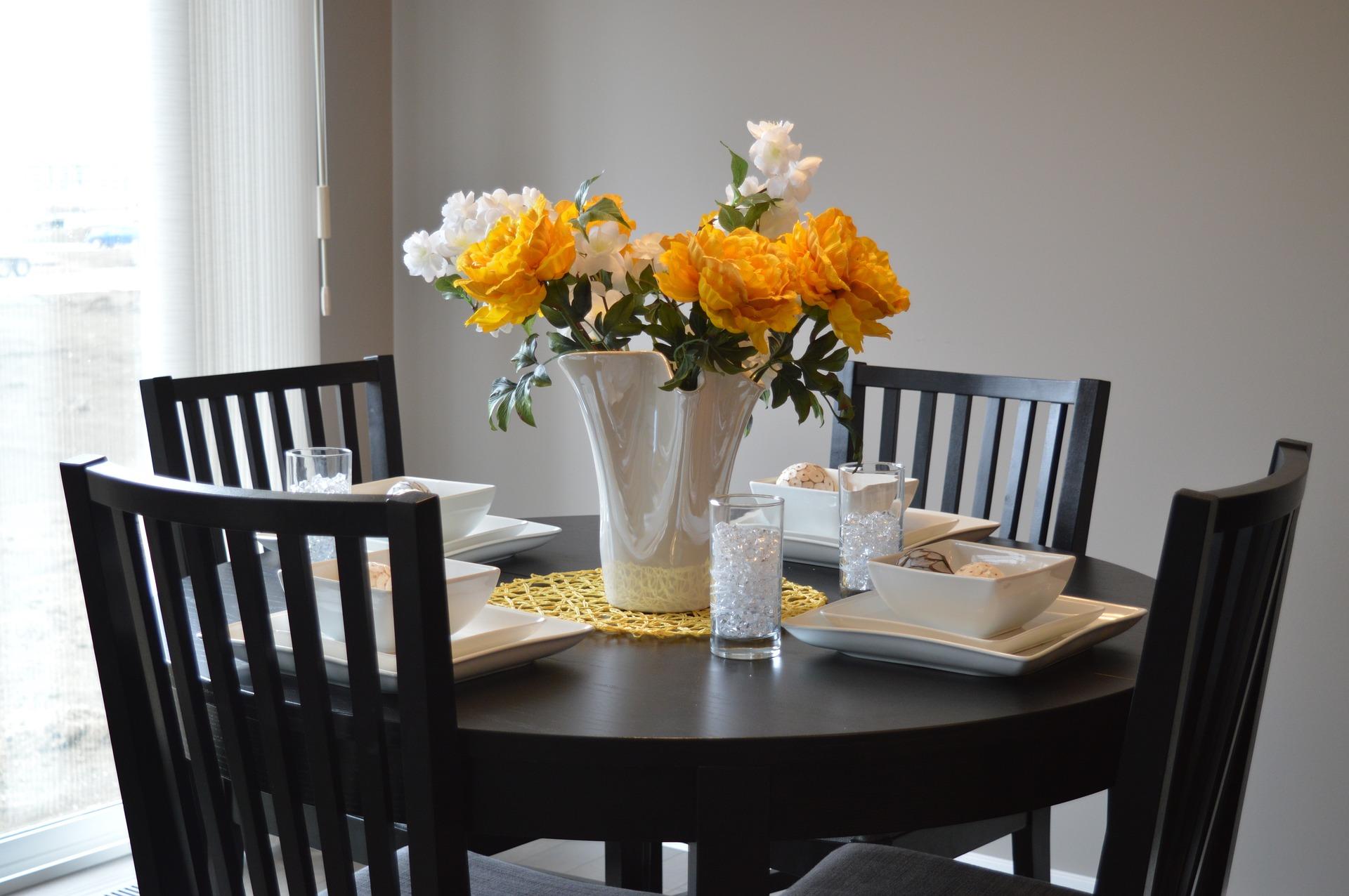 Entre bænke og spisebordsstole forhandles online