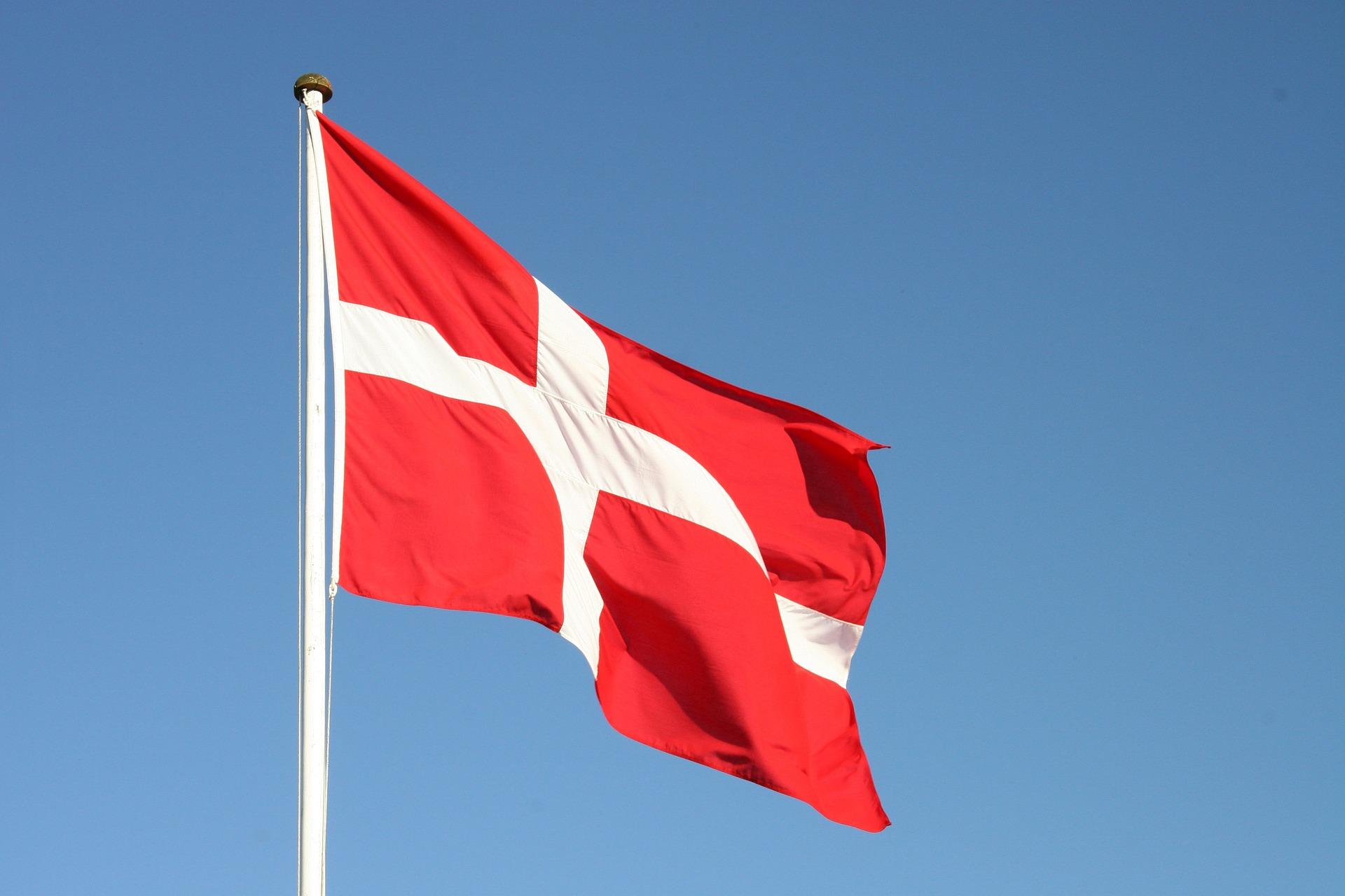 Godt udvalg af bordflag og træflagstænger på www.langkilde-flagfabrik.dk