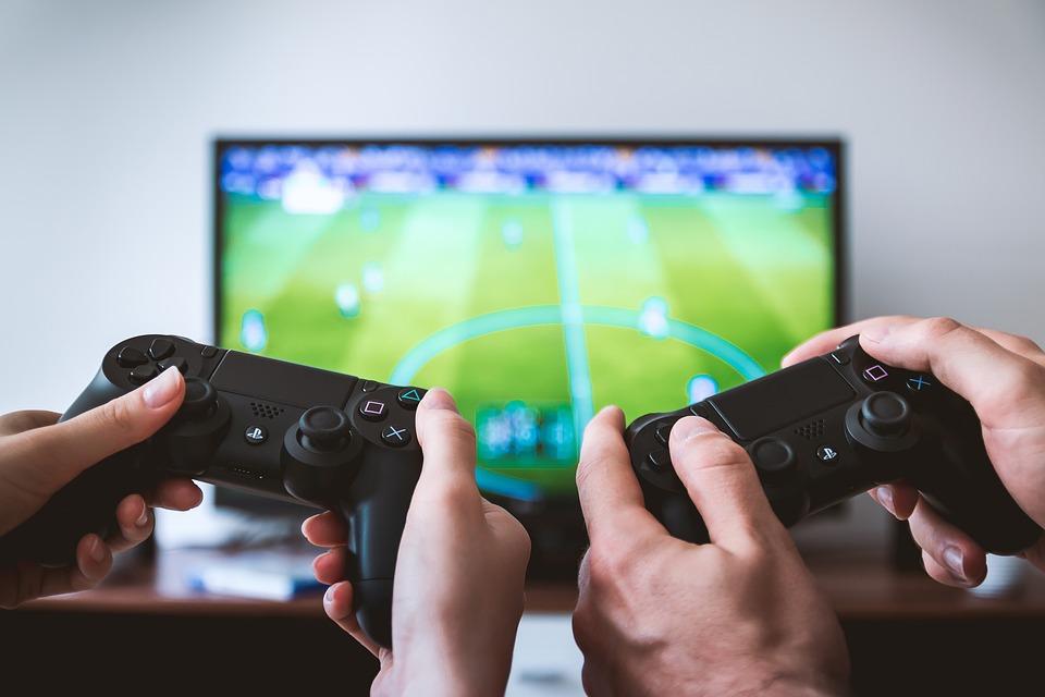 Philips Hue startpakker og Playstation 5 controllers til konkurrencedygtige netpriser