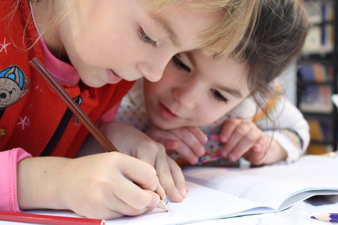 Smarte tusser i flotte farver og lærreder i høj kvalitet kan købes hos CCHobby