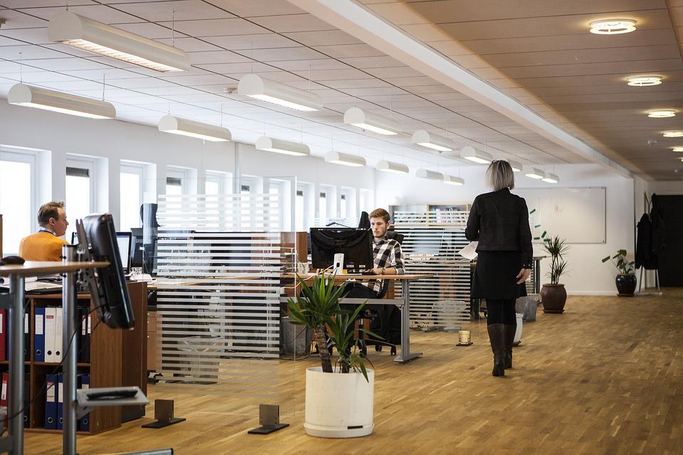 Online forhandler af kontorborde og højborde i høj kvalitet