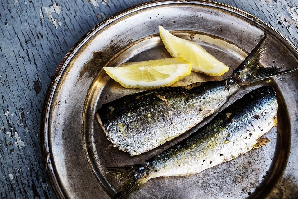 Velsmagende helleflynder og smarte fiskekasser med friske råvarer kan købes hos Friskfangetfisk