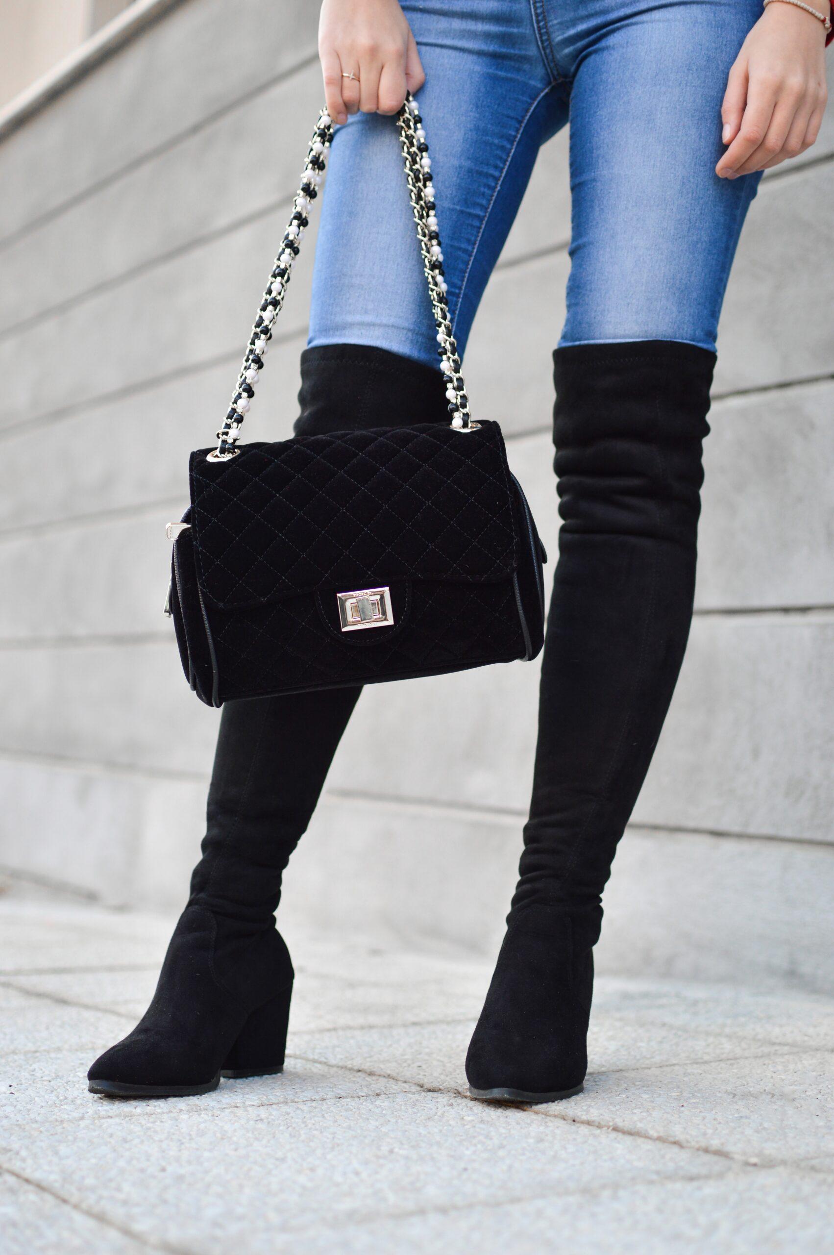 En smart crossover taske og en bum bag i flot design kan købes hos DEPECHE.