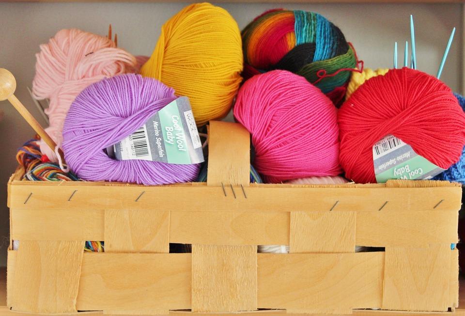 Stort udvalg af smukt håndfarvet garn og garn fra mærket Mayflower hos KreativGarn.dk